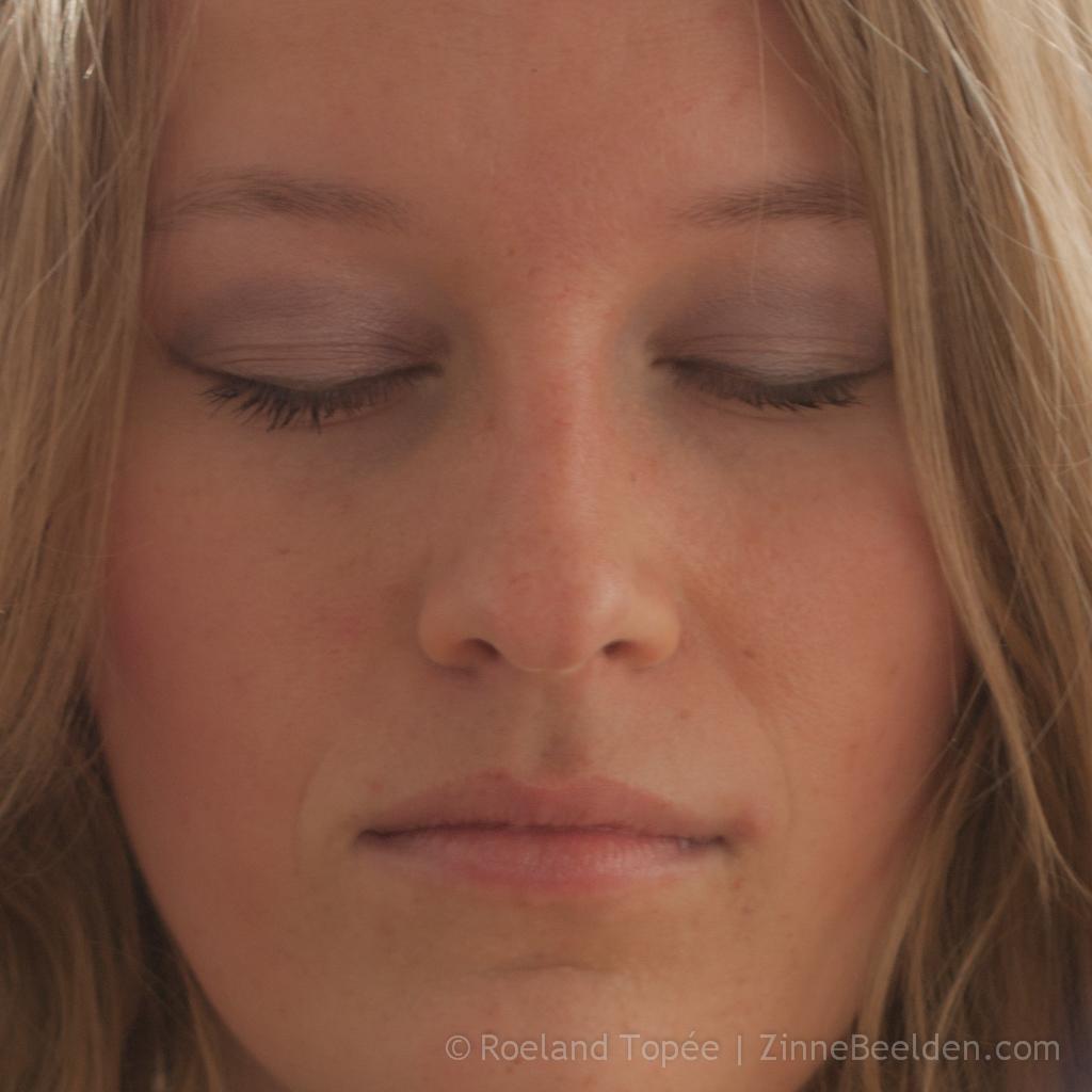 Femke de Grijs is aan het mediteren