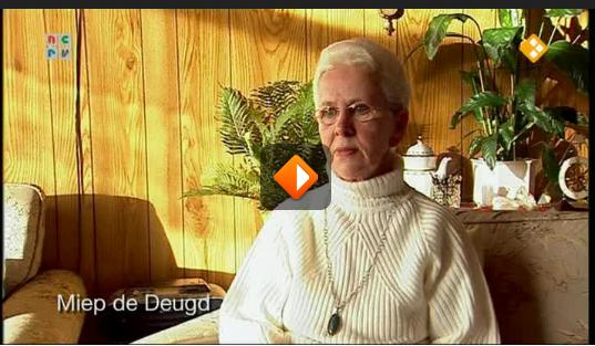 shot uit de documentaire Spookhuis met Miep, die entiteiten waarneemt