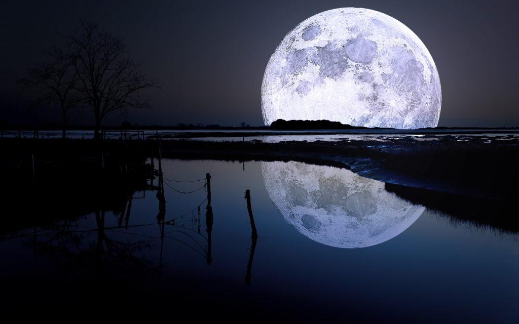 volle maan met water