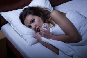nachtmerrie-vrouw-bed