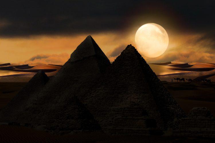 volle maan bij piramides