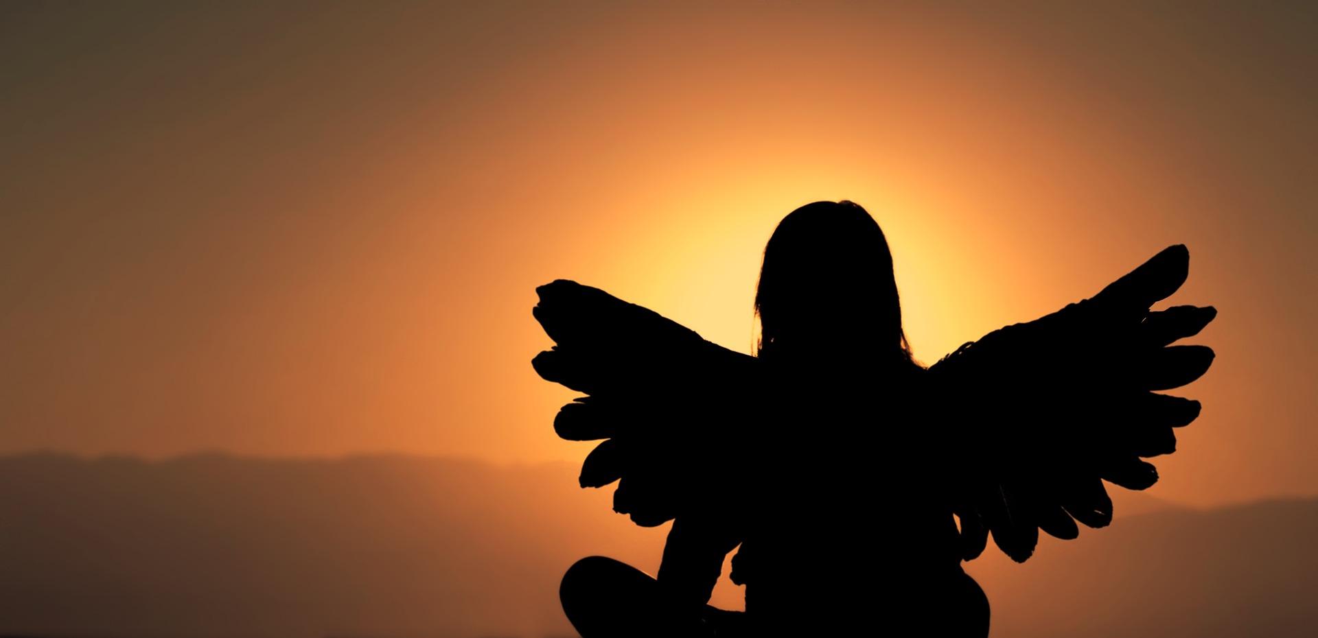 engel zit in zonlicht