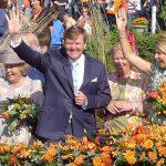 Beatrix, Willem Alexander en Maxima zwaaien