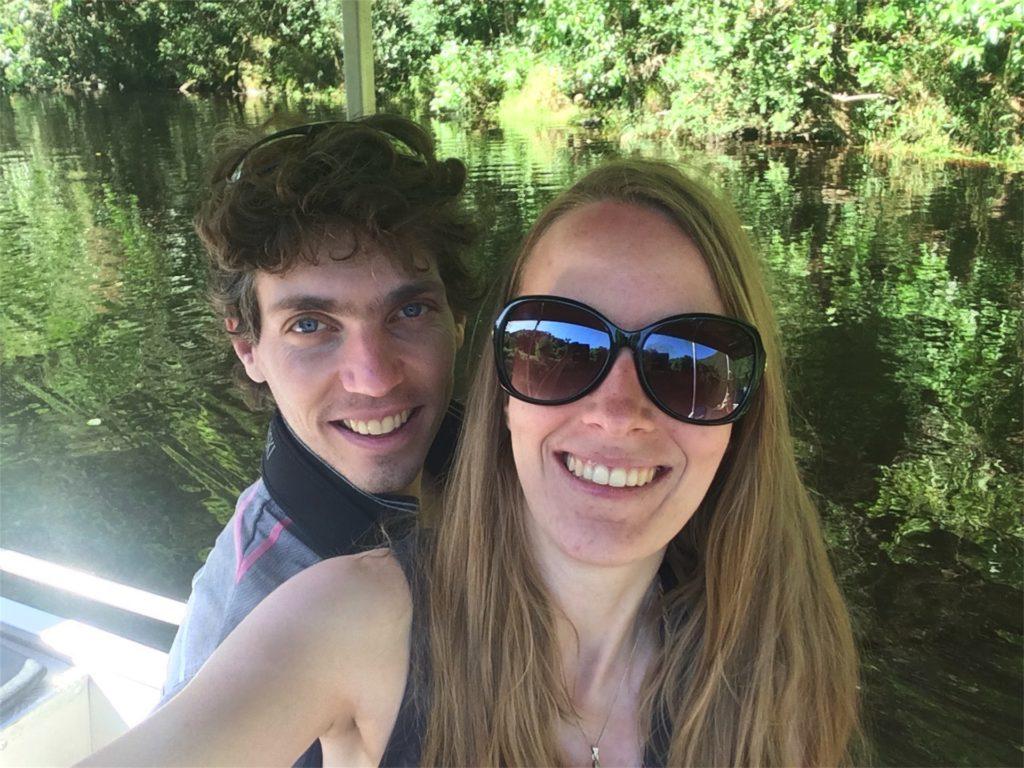 Femke de Grijs zit in boot met Mathijs van der Beek in Wilderness