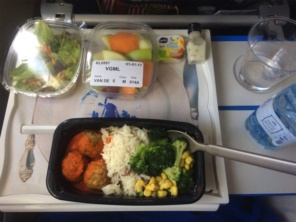 veganistische maaltijd in het vliegtuig