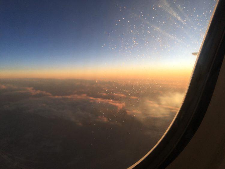 vliegtuig uitzicht zonsondergang