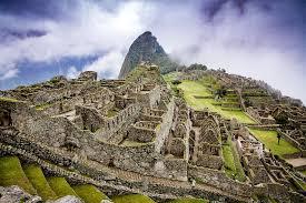 Machu Picchu met veel wolken in de lucht