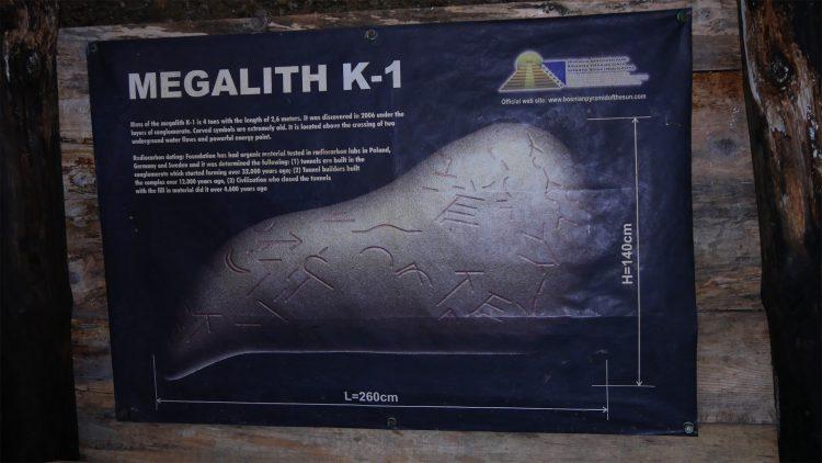 Ravne tunnels Megalith K1 symbolen