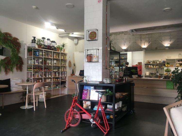 Zdravo aan de binnenkant: een kast, balie en hometrainer fiets