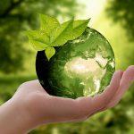 groene wereldbol in hand