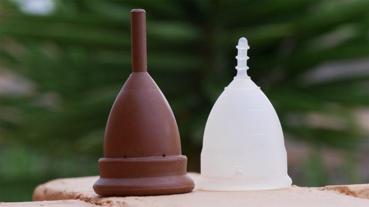 menstruatiecup De Keeper en Organicup naast elkaar neergezet