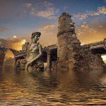 ruïne en beeld van een vrouw boven water